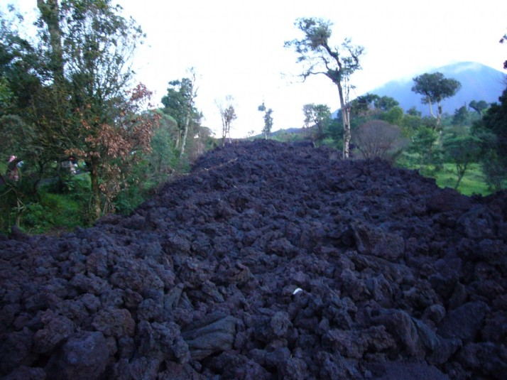 capas lava solidificada pacaya