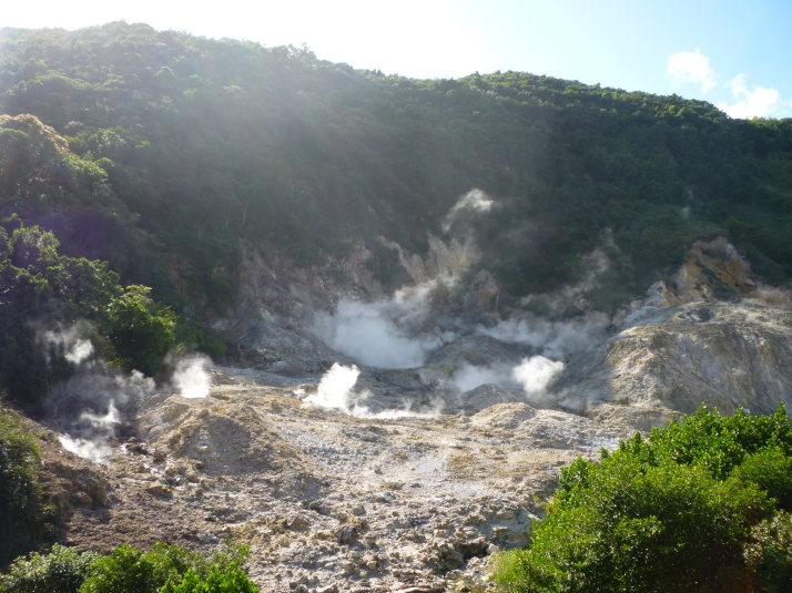 Emisiones sulfurosas en el crater