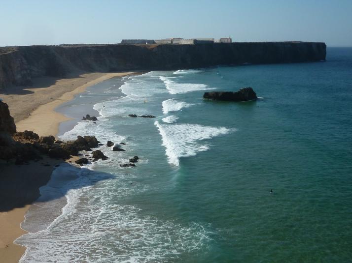 Panoramica de la playa de Tonel con la fortaleza al fondo