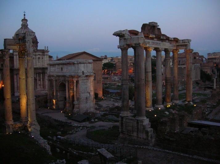 El Foro Romano al anochecer