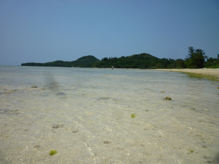 El agua transparente de la playa Sukuji