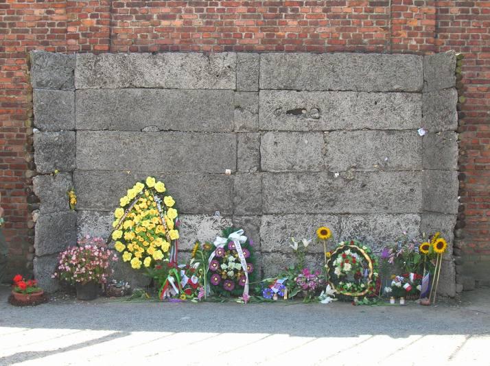 Muro de las ejecuciones en Auschwitz I