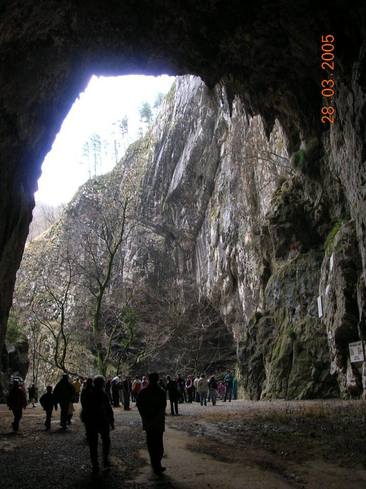 Entrada a las cuevas