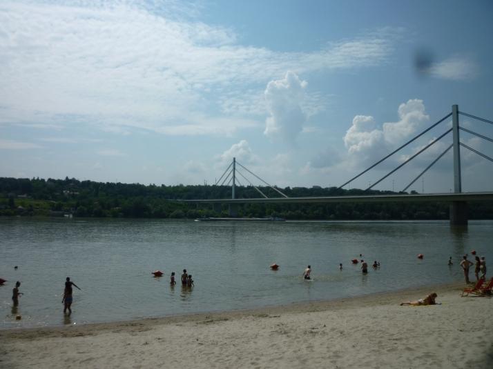 La Playa de Strand y el Puente de la Libertad