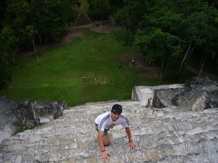 Subiendo a la pirámide asesina