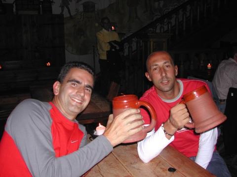 Felices (y hechos unos chavales) en el Olde Hansa en 2004