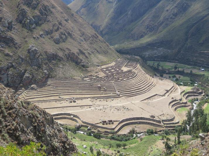 La parte de abajo de las ruinas de Llactapata