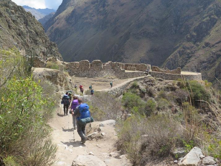 Llegando a las ruinas de Llactapata