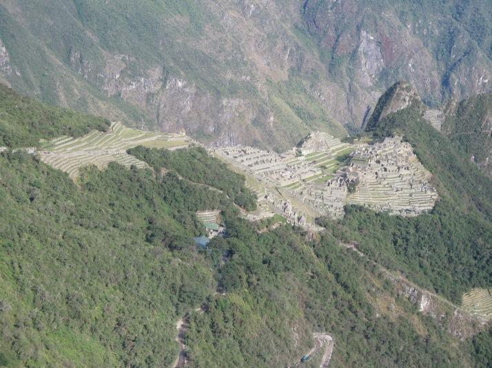 Machu Picchu a mitad de camino desde La Puerta del Sol